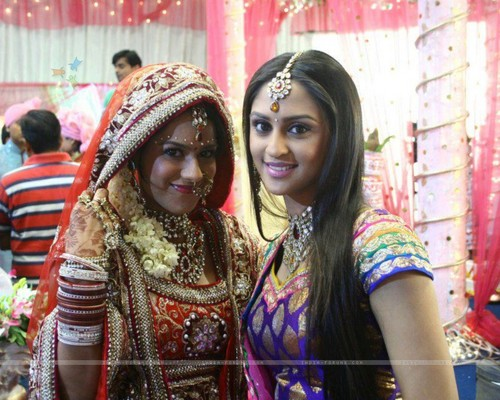 231505-krystle-and-nia
