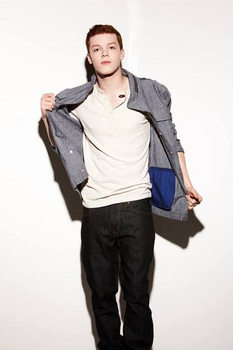 Cameron Monaghan kertas dinding with a well dressed person, bellbottom trousers, and a pantleg called Cameron ♣