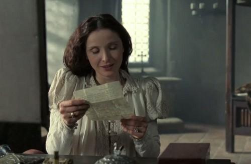 Elizabeth Bathory hình nền with a bữa tối, bữa ăn tối bàn entitled Elizabeth reads a letter