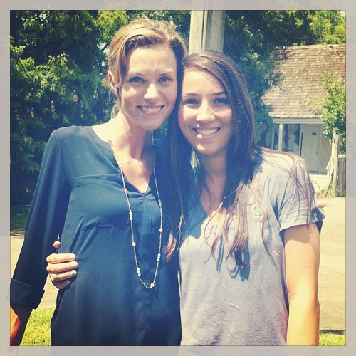 Hilarie burton and another fã in Lafayette, LA on set of Papa Noel
