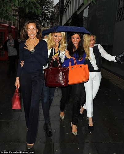 cây ô rô, hoa huệ, holly Willoughby and the Fiorelli Marla Grab