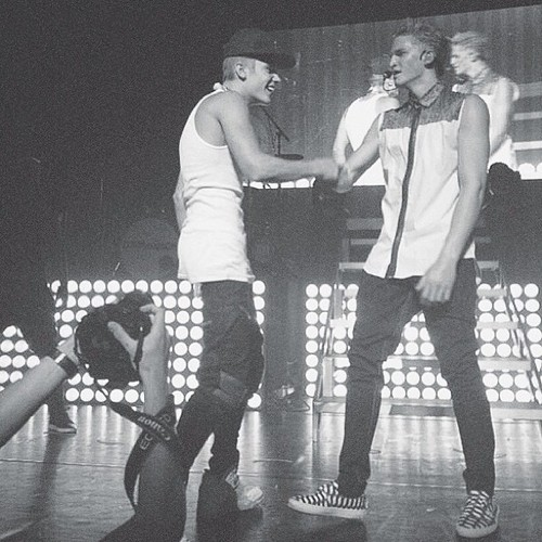 Justin on stage at Cody's 音乐会 tonight (JunE 14)