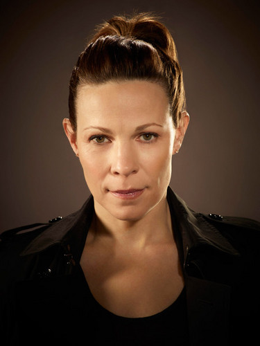Almost Human karatasi la kupamba ukuta probably with a portrait entitled Lili Taylor as Maldonado