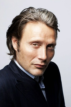 Мадс Миккельсен Обои containing a business suit and a suit called Mads mikkelsen