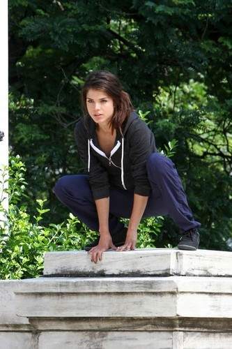 Marie on set of Tracers