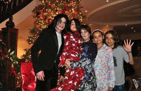 Michael Jackson, Blanket Jackson, ?, Paris Jackson and Prince Jackson ♥♥