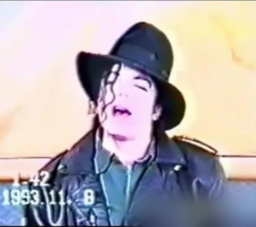 Michael singing ^__^