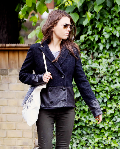 Mila Kunis achtergrond probably containing a well dressed person, an outerwear, and a hip boot titled Mila <3
