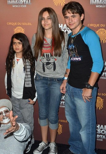 Prince Jackson with his siblings Blanket and Paris Jackson 2012 ♥♥