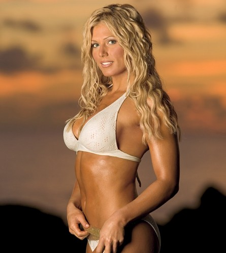 WWE Divas achtergrond possibly with a bikini called The Divas of Summer: Torrie Wilson
