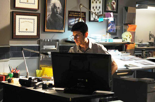 The Glades 壁纸 probably with a laptop and a 台, 办公桌 called The Glades// 4x04 Magic Longworth