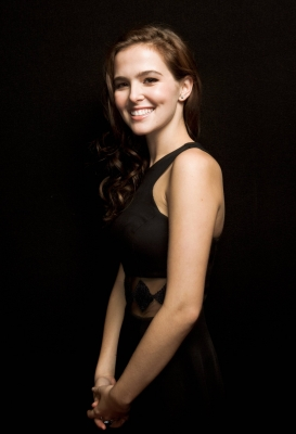 The Vampire Academy Blood Sisters 바탕화면 probably with attractiveness called Zoey Deutch