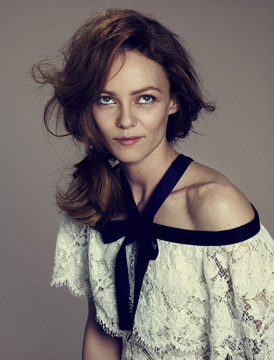 Pin Submitted By Vanes... Vanessa Paradis News