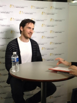 Colin O'Donoghue kertas dinding possibly with a sign titled Rawak
