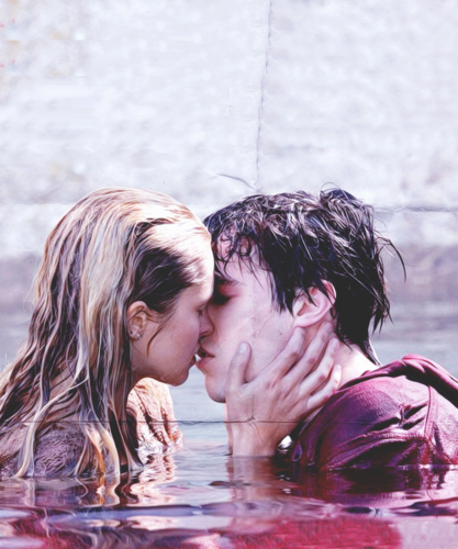 Warm Bodies Movie Hintergrund entitled <3