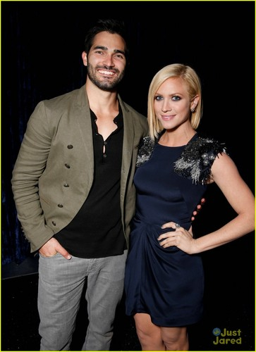 टाइलर होकलीन वॉलपेपर possibly with a well dressed person, a playsuit, and a कॉकटेल dress titled ° Tyler Hoechlin ♥ Brittany Snow °