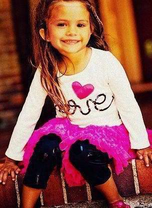 Selena Gomez wallpaper containing a hip boot entitled ♥young selena♥