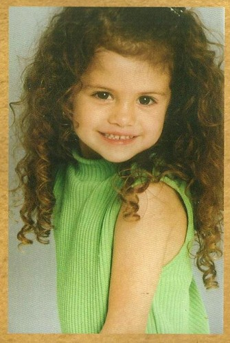 selena gomez wallpaper probably containing a portrait called ♥young selena♥