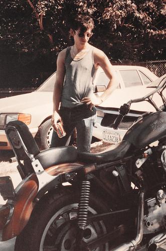 Arctic Monkeys karatasi la kupamba ukuta probably containing a motorcycle cop called Al