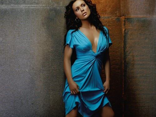 Alyssa Milano wallpaper possibly containing a dinner dress, a cocktail dress, and a strapless entitled Alyssa Milano Wallpaper