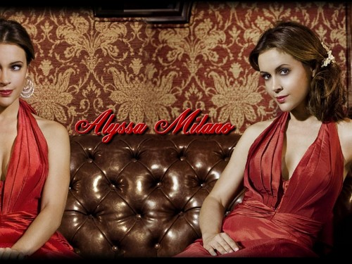 Alyssa Milano wallpaper with a cocktail dress, a chemise, and a nightgown entitled Alyssa Milano Wallpaper
