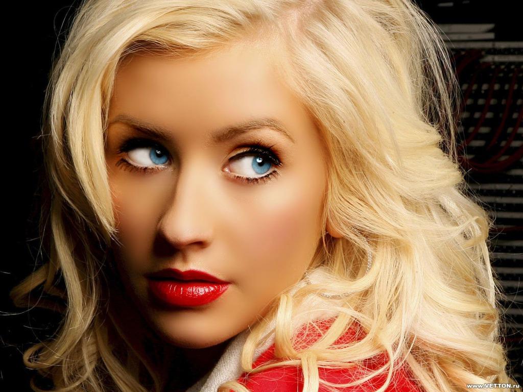 Christina Aguilera Wal... Christina Aguilera