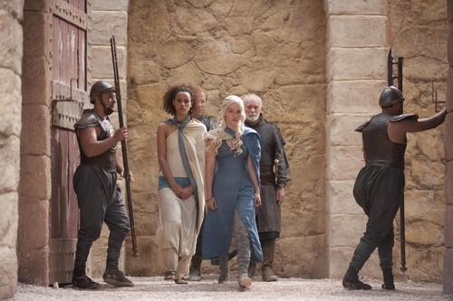 Daenerys Targaryen wolpeyper containing a kalye entitled Daenerys Targaryen