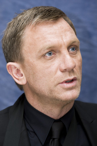 Daniel Craig Hintergrund containing a business suit entitled Daniel Craig