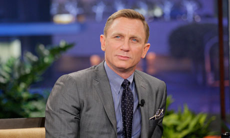 Daniel Craig Hintergrund with a business suit, a suit, and a three piece suit titled Daniel Craig
