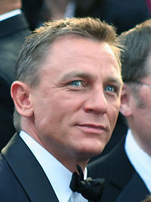 Daniel Craig Hintergrund with a business suit, a suit, and a dress suit called Daniel Craig