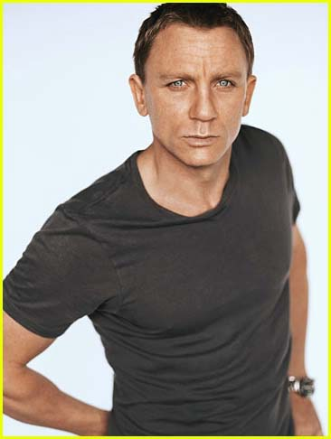 Daniel Craig Hintergrund possibly containing a jersey and a portrait entitled Daniel Craig