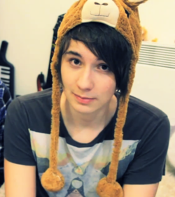danisnotonfire karatasi la kupamba ukuta probably with a bonnet entitled Danisnotonfire