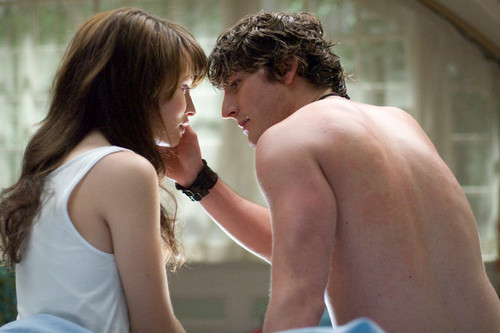 Emily Browning kertas dinding with a hunk entitled Emily Browning