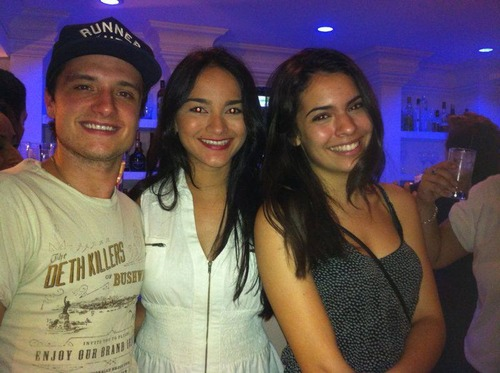 Josh and Claudia at the Paradise लॉस्ट लपेटें party