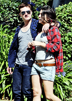 Josh & his girlfriend Claudia kissing