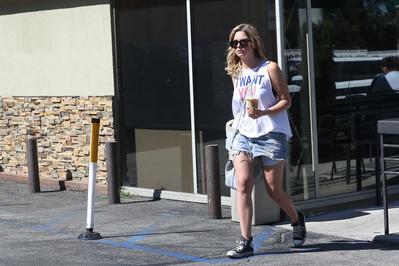 LEAVING STARBUCKS COFFEE IN LOS ANGELES (JUNE 26TH, 2013)