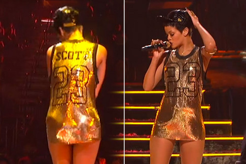 Looks like even Riri loves OTH! Rocking Nathan's 23 Jersey on the stage xD