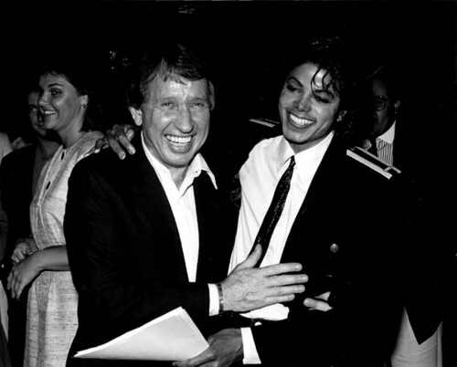 Michael And Comedian/Talk প্রদর্শনী Host, David Brenner