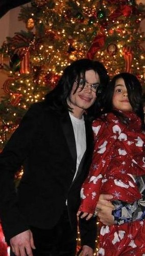 Blanket Jackson karatasi la kupamba ukuta titled Michael Jackson and his son Blanket Jackson ♥♥