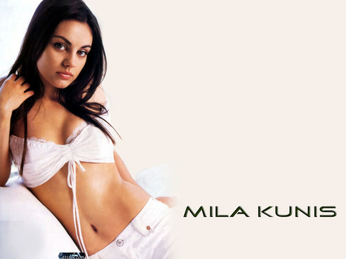 Mila Kunis achtergrond with a portrait titled Mila Kunis