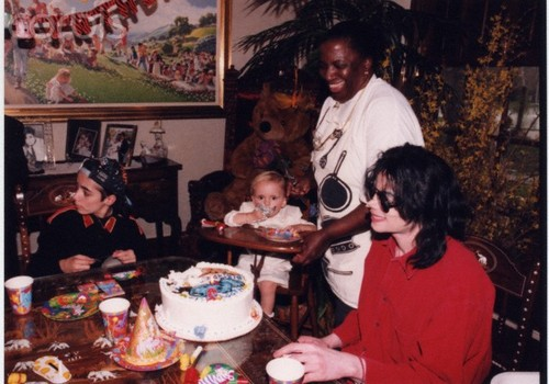 Prince Michael Jackson wallpaper containing a dinner table, a holiday dinner, and a dinner titled Omer Bhatti, Prince Jackson and Michael Jackson ♥♥
