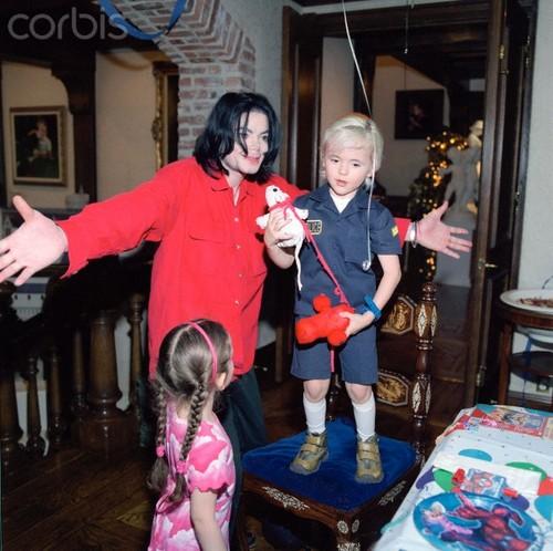 Prince Michael Jackson wallpaper probably with a hip boot entitled Paris Jackson, Michael Jackson and Prince Jackson ♥♥