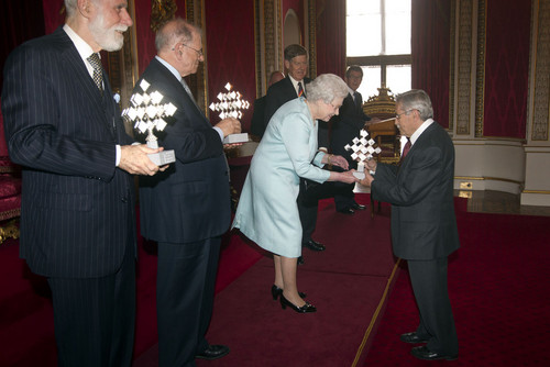 क्वीन Elizabeth II Hosts a Reception in लंडन