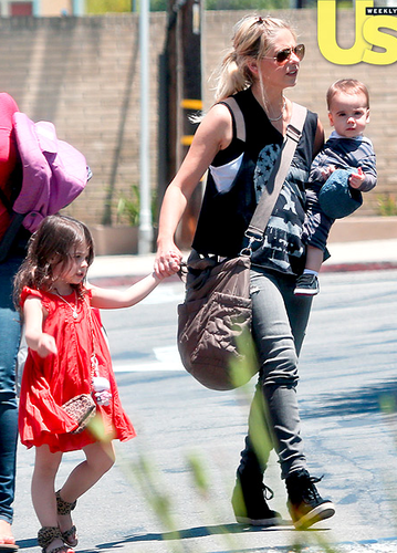 Sarah with Rocky and شارلٹ in LA (26/6/13)