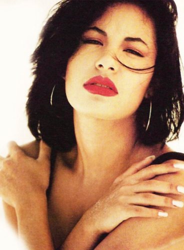 Selena Quintanilla-Pérez 壁紙 probably with a portrait and skin titled Selena