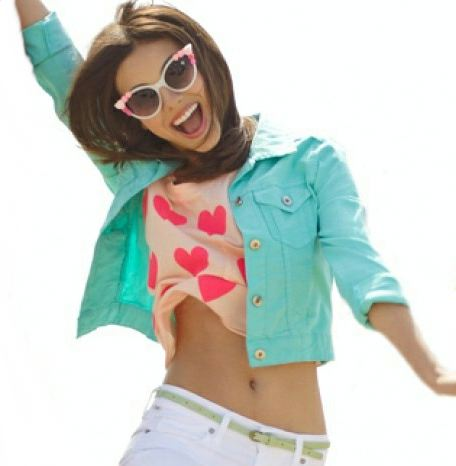 Victoria Justice wallpaper possibly containing an outerwear and sunglasses titled Victoria Justice Belly Button