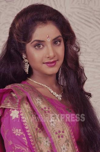 Divya Bharti fond d'écran titled divya