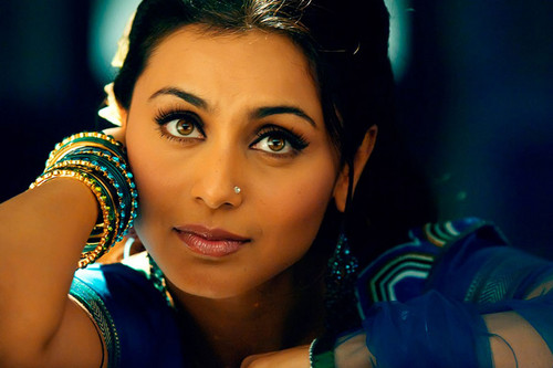 Rani Mukherjee kertas dinding containing a portrait called rani