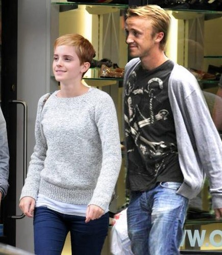 Tom Felton پیپر وال with a pullover entitled tom