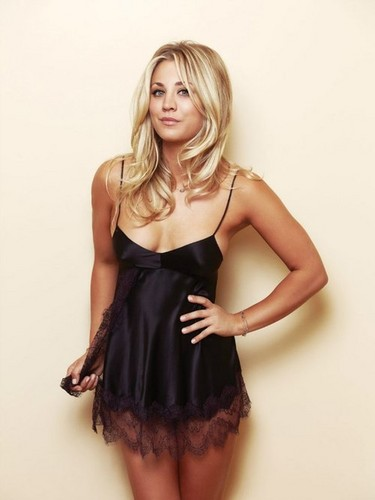 Kaley Cuoco fond d'écran possibly containing a bustier, a chemise, and a cocktail dress titled Kaley <3
